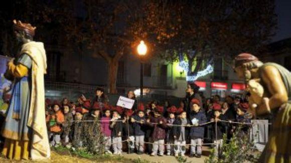 La tradició torna a la remodelada plaça de Barcelona amb el pessebre