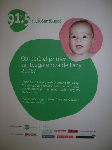 Els pares del primer nadó de l'any, satisfets per haver guanyat el concurs del primer santcugatenc del 2008