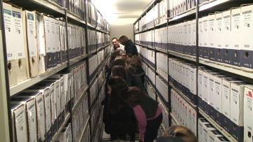 Els més petits descobreixen l'arxiu municipal
