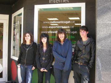 Quatre estudiants de l'IES Angeleta Ferrer organitzen un concert de Marillion