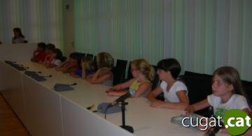 Els 17 nens russos que passen l'estiu a la ciutat protagonitzen una recepció a l'Ajuntament