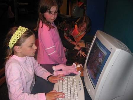 Un programa prevé les addiccions a les noves tecnologies entre els escolars