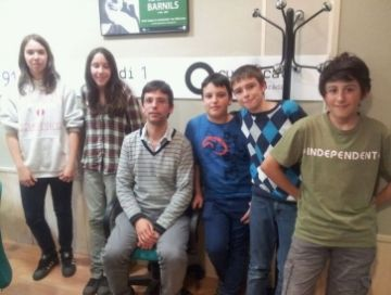 Els dos equips finalistes del concurs s'han encarat als estudis de Cugat.cat
