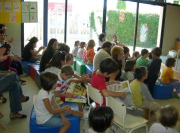 Un centenar de nens i pares participen a la lectura del 18è Llibre Gegant