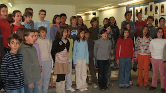 Nens de l'escola durant una de les seves activitats / Font: Blogspot Escola Pi Xandri