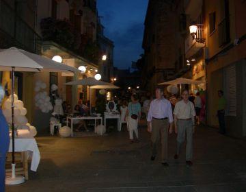 Els santcugatencs prenen els carrers per gaudir de la 'Nit en Blanc'