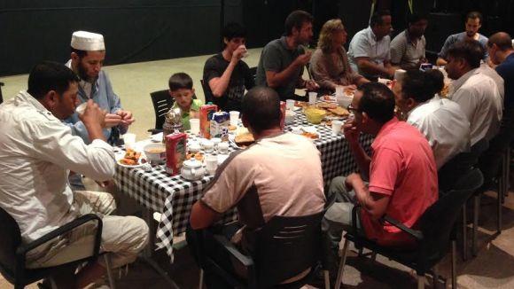 La comunitat musulmana celebra la Nit del Destí a la Casa de Cultura