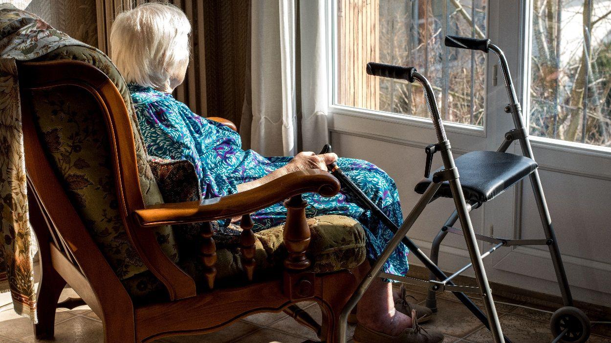 La campanya vol prevenir necessitats de la gent gran que viu sola / Foto: Adobe Stock