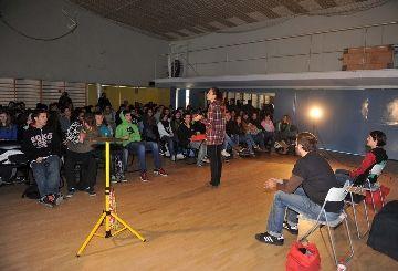Una obra de teatre sobre prevenció en el consum de drogues recorre els instituts locals