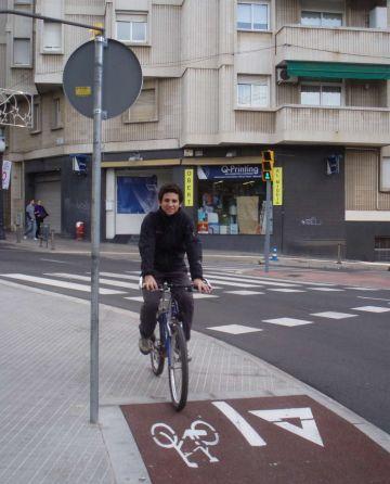 Mobilitat contempla limitar o prohibir la circulació de bicis per zones de vianants si continua l'incivisme