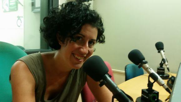 La violinista santcugatenca Núria Balcells a l'estudi 2 de Cugat.cat