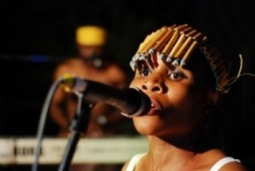 El grup Nyali difon la cultura i la música de Zàmbia a la ciutat