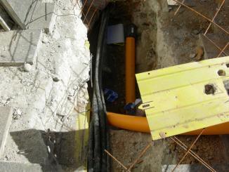 Un treballador de Gas Natural ferit per cremades en perforar un cable de Fecsa