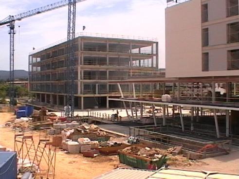 L'equip de govern assegura que d'aquí a dos anys el complex de Mira-sol Centre ja tindrà mercat i supermercat
