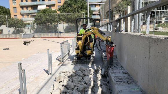Imatge de l'inici d'obres de la coberta de la pista de la ZEM Jaume Tubau