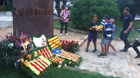 Les entitats i partits fan l'ofrena floral a Rafael Casanova amb el 27S a l'horitzó