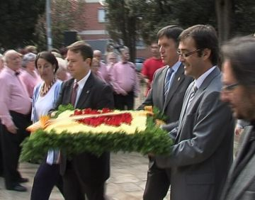 Sant Cugat commemora la Diada Nacional amb la vista posada a la consulta d'Arenys de Munt