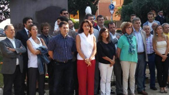 La plaça Rafael Casanova acull 200 persones en l'ofrena de la Diada 'decisiva'