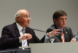 El president de Banc Sabadell, Josep Oliu, al costat de Lluís Recoder