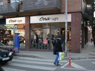 La botiga Ona Light aposta pel comerç local amb l'ampliació del seu local