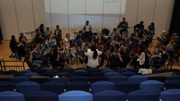La Heath Park School Band anglesa sona avui a la plaça d'Octavià