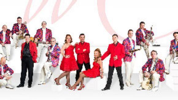 L'Orquestra Maravella treu a ballar els santcugatencs a la plaça de Barcelona