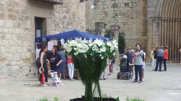 La celebració del Corpus recapta fons per a Càritas mentre fa ballar l'ou