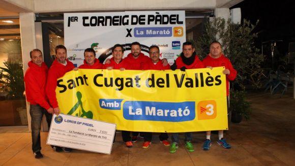 Imatge de la 1a edició amb el xec dels 7.500 euros recaptats / Font: Padelxlamarato.cat
