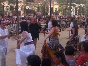 160 persones ballen el 'Paga-li, Joan' i mantenen viva la tradició