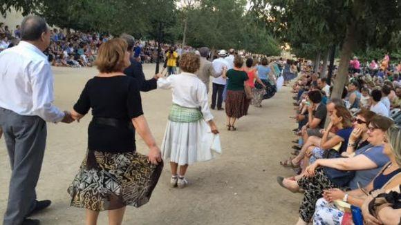 Un centenar de parelles mantenen viva la tradició del Paga-li Joan