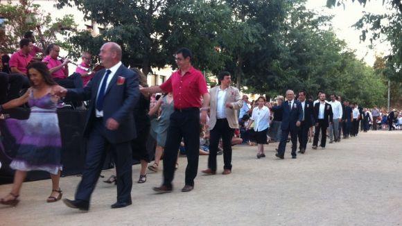 Més de 100 parelles mantenen viu el ball del Paga-li Joan