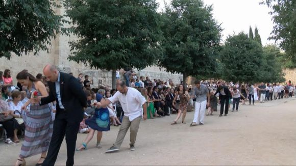 Un centenar de parelles manté viu el ball del Paga-li Joan una Festa Major més