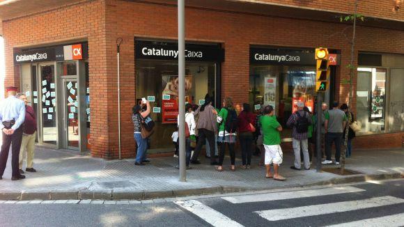 La PAH es concentra a les portes de Catalunya Caixa