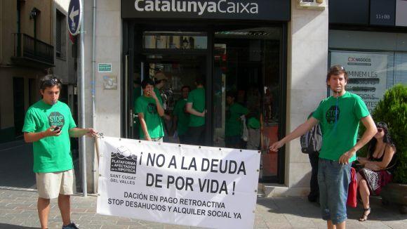 La PAH protestarà cinc dies davant l'oficina de CatalunyaCaixa de Villà