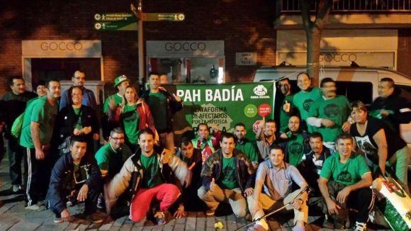 La PAH de Rubí manté la seva protesta amb el suport de 60 persones