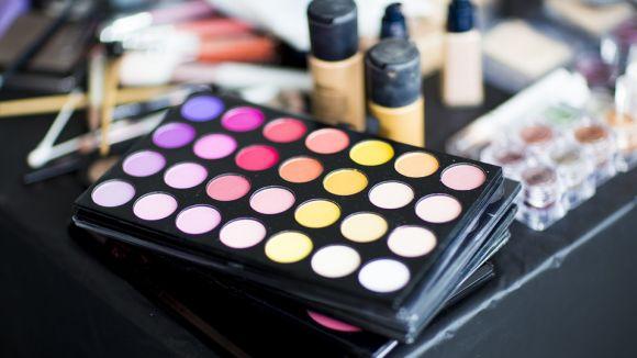 L'espai analitza els colors que més afavoreixen quan la pell està una mica bronzejada