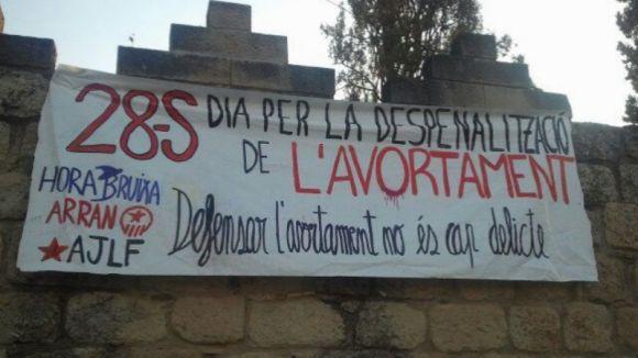 Hora Bruixa, Arran i l'Assemblea Jove de la Floresta reivindiquen 'la despenalització de l'avortament'