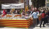 Una de les parades de Sant Jordi instal·lades a la plaça d'Octavià