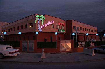 Més traves a la instal·lació de prostíbuls i de bars musicals