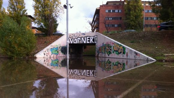 Les pluges de dilluns inunden el pas soterrat de l'estació de Renfe