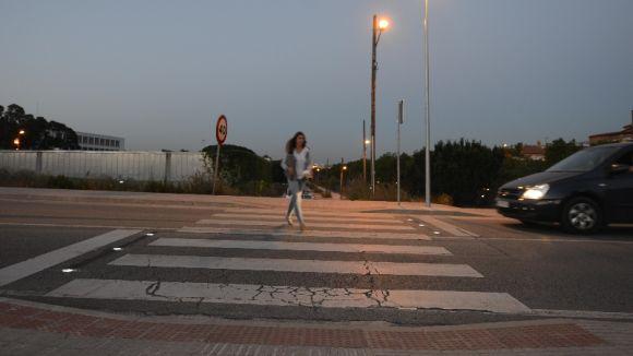 L'Ajuntament instal·la llums LED en un pas de vianants a la carretera de Vallvidrera per reforçar la seguretat viària