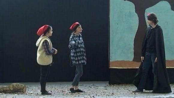 Els alumnes del Thau representen 'Els Pastorets' en el centenari de l'obra
