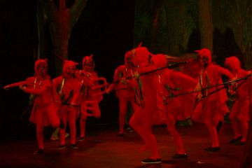 Mira-sol Teatre omple el Casal de Cultura del districte amb la versió infantil d''Els Pastorets'