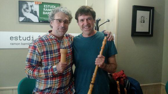 El constructor d'instruments, Pau Orriols, i el professor i músic Xavier Blanch, al SAF