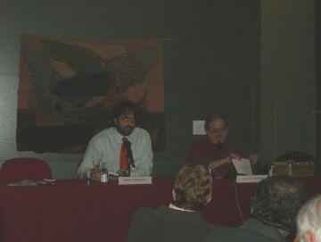 Una vintena d'assistents a la conferència 'Una manera musical d'entendre el teatre' de Joan Alavedra