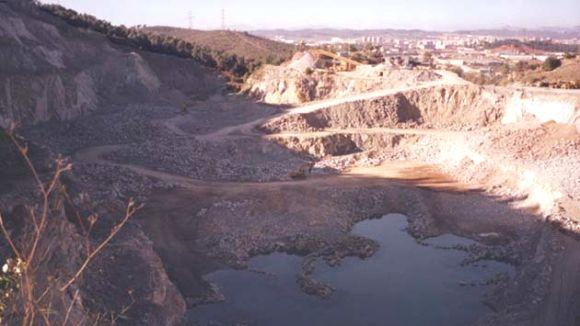 El ple de l'AMB diu 'no' a omplir la pedrera Berta amb residus d'ecoparc