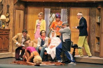 'Pel davant i pel darrere' puja el món escènic al Teatre-Auditòri