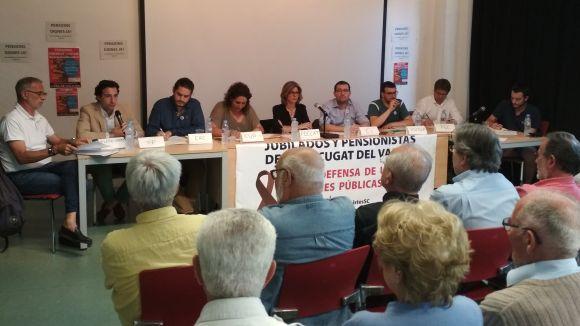 Partits polítics i pensionistes debaten sobre el sistema de pensions i altres reivindicacions