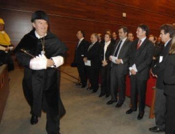 Pere Alavedra ja és nou rector de la UIC