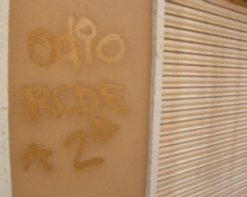 Tornen les pintades a la façana de la Penya Pericos
